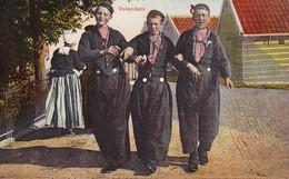 AK Volendam - Männer In Tracht  (37496) - Volendam