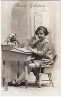 Meisje Schrijft Brief Aan Bureautje - 'Hartelijk Gefeliciteerd' - (5697, Edition 'LEO', Paris) - Humorkaarten