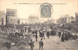 44-ANCENIS- PLACE DES VICTOIRES , UN JOUR DE MARCHE - Ancenis