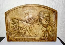 """PLAQUE PLATRE JOFFRE """" ET MAINTENANT EN AVANT """" - 1914-18"""