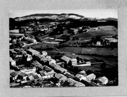 CPSM Dentelée - SAINT-MARTIN-en-HAUT (69) - Vue Aérienne Du Bourg Dans Les Années 50 - France