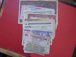 VRAC 84 BILLETS EUROPE/MONDE  VARIER. CIRCULES. - Coins & Banknotes