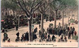 13 ARLES - Les Lices Un Jour De Marché - Arles