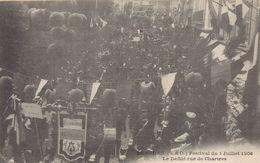 Dourdan : Festival Du 1 Juillet 1906 - Le Défilé Rue De Chartres - Dourdan