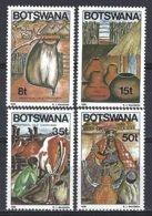 Botswana  Yv 532/35  Récipients Traditionnels Pour Le Lait   ** Mnh - Botswana (1966-...)