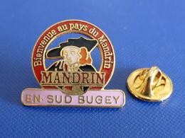 Pin's Bienvenue Au Pays Du Mandrin En Sud Bugey - Louis - Saint-Genix-sur-Guiers (UC3) - Villes