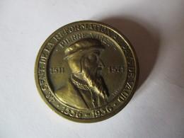 Suisse: Médaille Pin Pierre Viret 4e Centenaire De La Réformation Au Pays De Vaud 1536 - 1936 - Jetons & Médailles