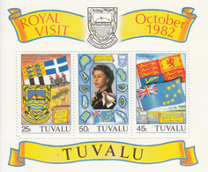 1982 Tuvalu QE Royal Visit Flags Coats Of Arms Miniature Sheet Of 3 MNH - Tuvalu (fr. Elliceinseln)