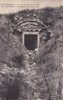 GUERRE 1914,,,,LES EPARGNES ,,,,,UN ABRI Au FLANC De La CRETE,,,,,,TBE,,,, - Guerra 1914-18