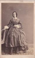 ANTIQUE CDV PHOTO - STANDING  LADY. LONG HOOPED DRESS. TINY WAIST. ABERDEEN STUDIO - Photographs