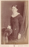 ANTIQUE CDV PHOTO -  STANDING LADY, LACE COLLAR  BARNARD CASTLE STUDIO - Photographs
