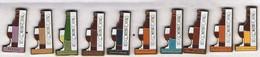 Les Contemporains (Vins) - FITOU - CORBIERES - MINERVOIS - PICPOUL DE PINET-etc (10 Pins) - Badges