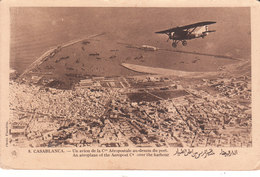 CPA CASABLANCA (MAROC) : UN AVION DE LA COMPAGNIE AEROPOSTALE AU-DESSUS DU PORT - Casablanca