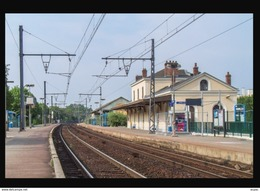 28  EPERNON   .... La  Gare Interieure - Epernon