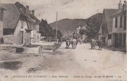 CPA Monestier De Clermont - Route Nationale - Entrée Du Village, Un Jour De Marché (jolie Animation) - Otros Municipios