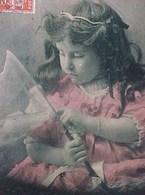 Cpa Photo PETITE FILLE Et Son FILET à PAPILLONS , 1913 VERSO ROSE ! Diadème , Perles , Gourmette , Rubans - Scènes & Paysages