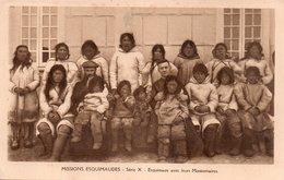 CPSM, Missions Esquimaudes, Esquimaux Avec Leurs  Missionnaires, Très Animée - Missions