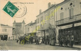 47.  VILLEREAL .  Place De La Mairie .  CPA Animée . - France