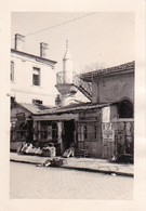 Foto Geschäft Und Moschee - Südosteuropa - Ca. 1940 -  8*5,5cm (37552) - Lieux
