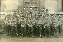Militaria Militaire Carte Photo De Soldats Du 7 ème Régiment à Rouen Ou Proche Superbe Uniforme Hussards ? - Personnages