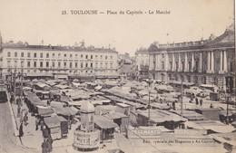 TOULOUSE - Place Du Capitole - Le Marché - Toulouse