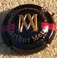 Capsule Crémant D'Alsace Arthur Metz Noire Dorée Et Rouge Logo En Relief - Mousseux