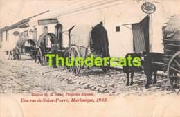 CPA  MARTINIQUE UNE RUE DE SAINT PIERRE 1902 - Martinique