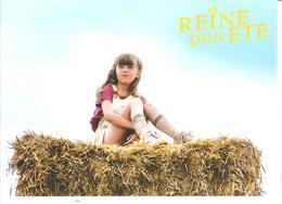 CPM PUBLICITE CINEMA FILM REINE D'UN ETE Fillette Sur Une Botte De Paille - Advertising
