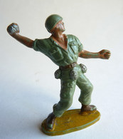 Figurine Guilbert ARMEE MODERNE SOLDAT LANCEUR DE GRENADE (1) 60's Pas Starlux Clairet Cyrnos, - Starlux