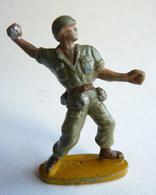 Figurine Guilbert ARMEE MODERNE SOLDAT LANCEUR DE GRENADE (2) 60's Pas Starlux Clairet Cyrnos, - Starlux