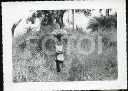 1962 REAL AMATEUR PHOTO FOTO RICE TRANSPORTATION FEMME WOMEN GABELA ANGOLA AFRICA AFRIQUE - Africa