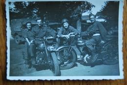 1485/ Motos  Avec Militaires - Motorfietsen