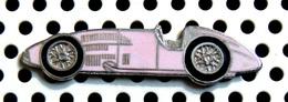éditeur Inconnu - Pin's F1 Ancienne FERRARI 1950 De Couleur Rose - Ferrari