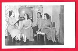 Femmes  - Television - Persone Anonimi