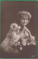 Femme - Une Femme Tenant Une Rose - Editeur: Mesange N°24 - Femmes