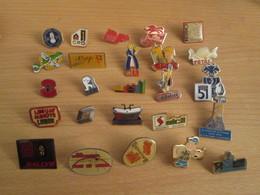 A Prix Cassé !!! LOT18-240 De 25 Pin's En Très Bon état , Tous Différents , Avec Leurs Attaches - Badges