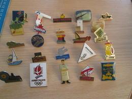 A Prix Cassé !!! LOT18-236 De 25 Pin's En Très Bon état , Tous Différents , Avec Leurs Attaches - Badges