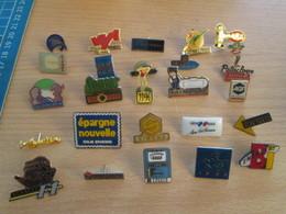 A Prix Cassé !!! LOT18-221 De 25 Pin's En Très Bon état , Tous Différents , Avec Leurs Attaches - Badges