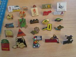 A Prix Cassé !!! LOT18-164 De 25 Pin's En Très Bon état , Tous Différents , Avec Leurs Attaches - Badges