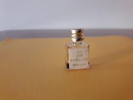 Un Air Embaumé De RIGAUD Mini ( 2,5 Cm ) Bch Doré  Etiquette - Miniature Bottles (without Box)