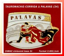 SUPER PIN'S TAUROMACHIE-CORRIDA : A PALAVAS Dans L'HERAULT (34) Zamac Cloisonné Base Or, Format 2,8X2,1cm - Corrida