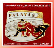 SUPER PIN'S TAUROMACHIE-CORRIDA : A PALAVAS Dans L'HERAULT (34) Zamac Cloisonné Base Or, Format 2,8X2,1cm - Bullfight - Corrida