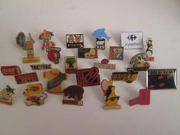 A Prix Cassé !!! LOT18-115 De 25 Pin's En Très Bon état , Tous Différents , Avec Leurs Attaches - Badges