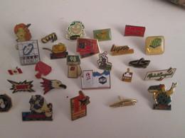A Prix Cassé !!! LOT18-73 De 25 Pin's En Très Bon état , Tous Différents , Avec Leurs Attaches - Badges