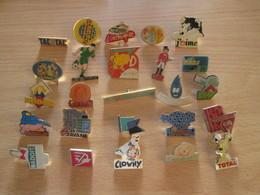 A Prix Cassé !!! LOT18-167 De 25 Pin's En Très Bon état , Tous Différents , Avec Leurs Attaches - Badges