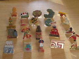 A Prix Cassé !!! LOT18-179 De 25 Pin's En Très Bon état , Tous Différents , Avec Leurs Attaches - Badges