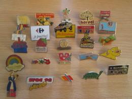 A Prix Cassé !!! LOT18-191 De 25 Pin's En Très Bon état , Tous Différents , Avec Leurs Attaches - Badges
