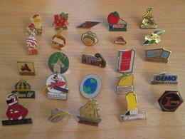 A Prix Cassé !!! LOT18-215 De 25 Pin's En Très Bon état , Tous Différents , Avec Leurs Attaches - Badges