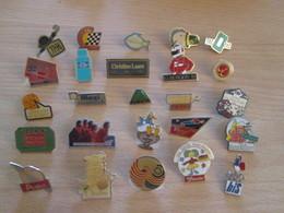 A Prix Cassé !!! LOT18-170 De 25 Pin's En Très Bon état , Tous Différents , Avec Leurs Attaches - Badges