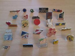 A Prix Cassé !!! LOT18-230 De 25 Pin's En Très Bon état , Tous Différents , Avec Leurs Attaches - Badges